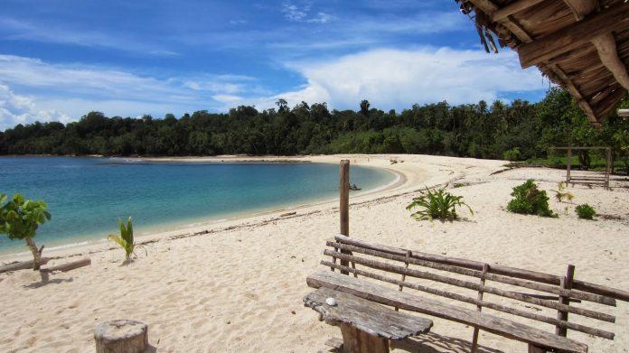 wari1 696x391 - 5 Tempat Wisata di Pulau Biak yang Punya Sejuta Pesona Indahnya