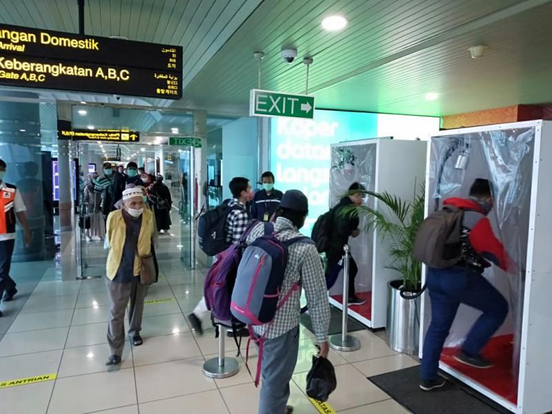 PT Angkasa Pura II Sediakan Fasilitas Walk Through Disinfection Bagi Penumpang Pesawat dan Pekerja di Bandara