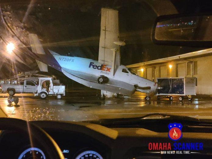 Sebuah pesawat Cessna 208B Super Cargomaster milik FedEx Feeder (N720FX) yang te...